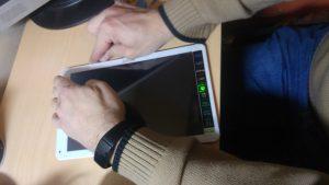 Separación de la pantalla del dispositivo
